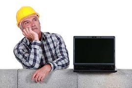 bouwer met computer